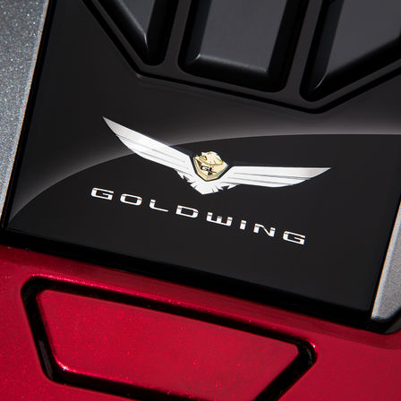 Primo piano del badge Honda Gold Wing.